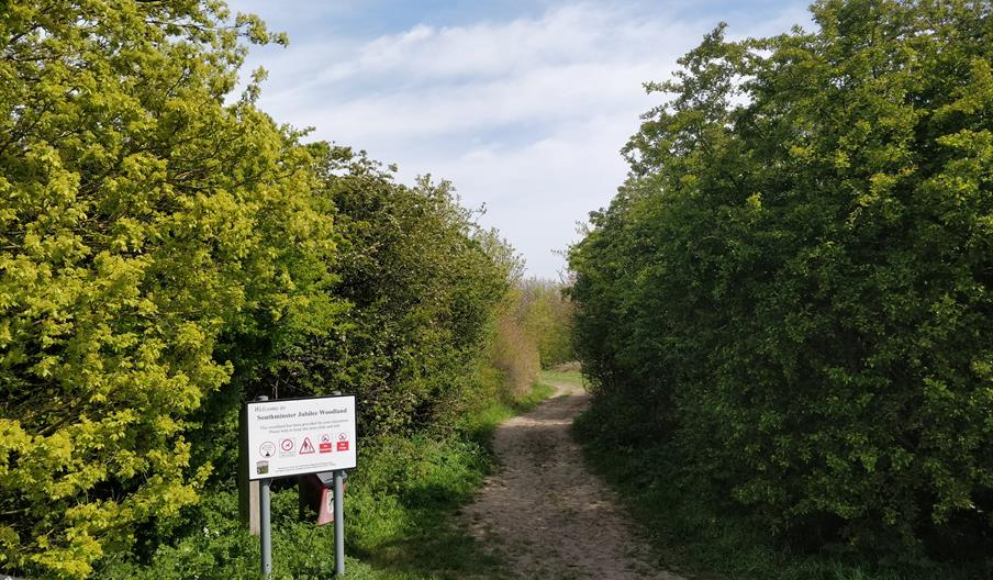 Entrance to Jubilee Wood Southminster