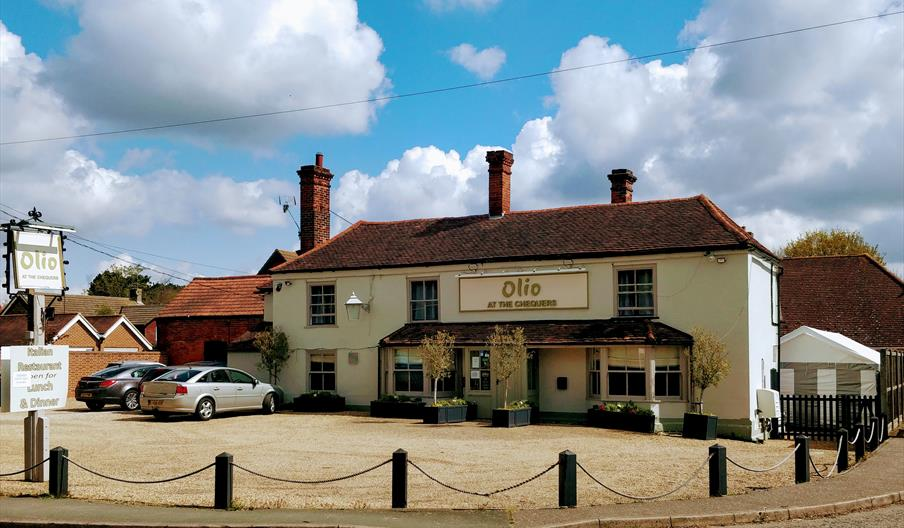 Olio at the Chequers, Bar & restaurant